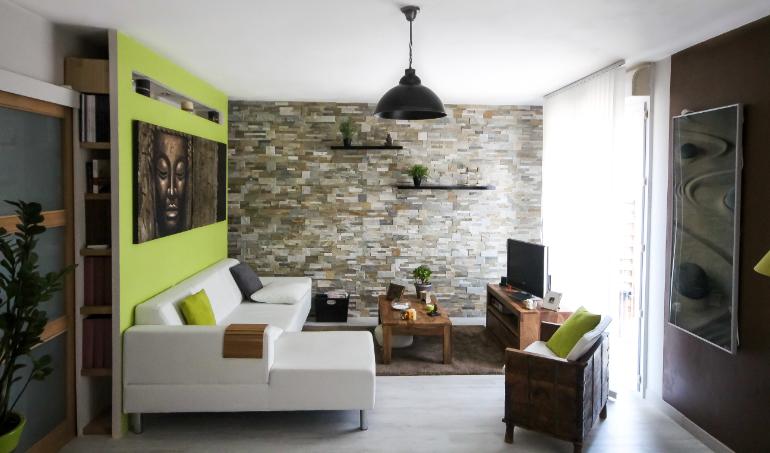 Aménagement d'un séjour avec une décoration Feng Shui
